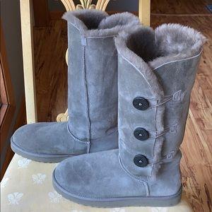 EUC Ugg  Bailey Button Triplet II grey boots - 11
